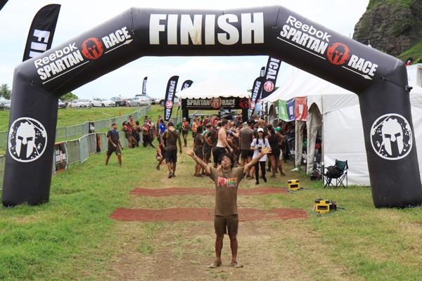 泥だらけのハードコア障害物レース「スパルタン・レースinクアロア・ランチ 2014」