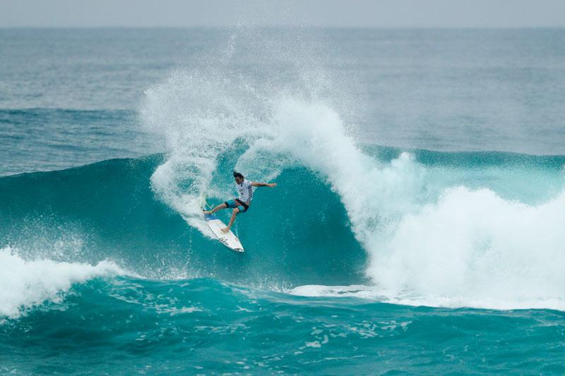 ハワイでプロのサーフィンを見よう!今シーズンの注目のサーフィン大会2017
